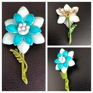 Small Retro Enamel Flower Brooch in Blue 🎉HP🎉
